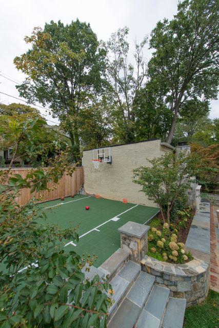 Backyard Basketball Court Ideas with Facile Setup