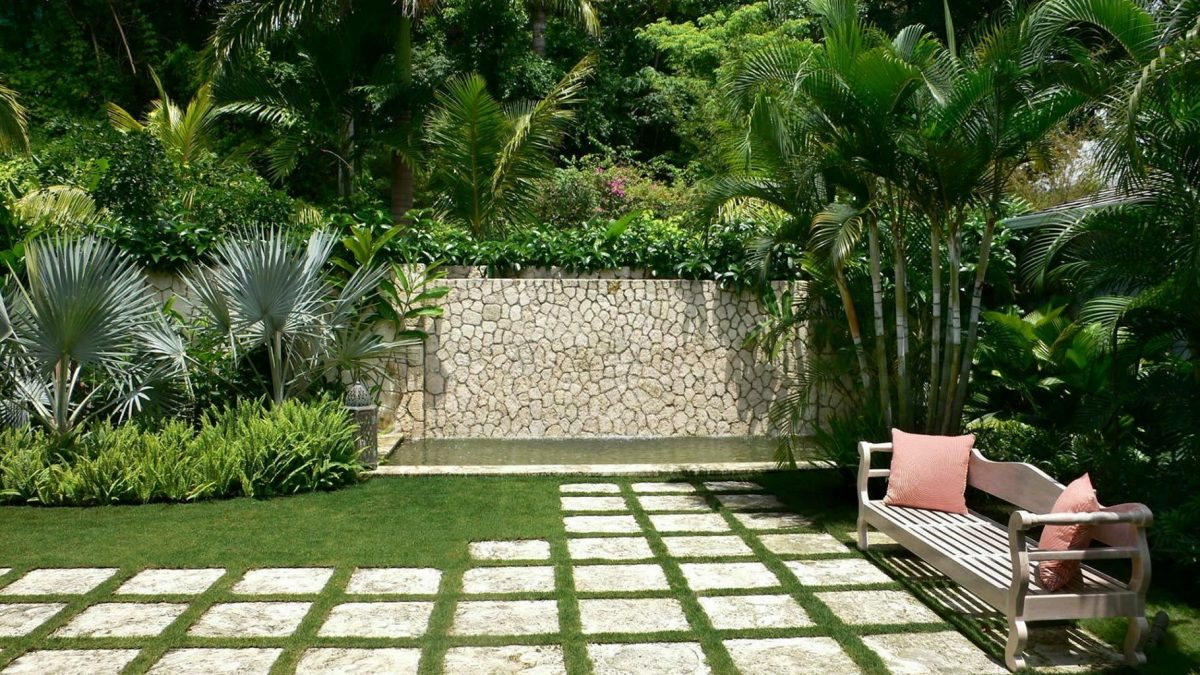modern backyard tropical fencing ideas