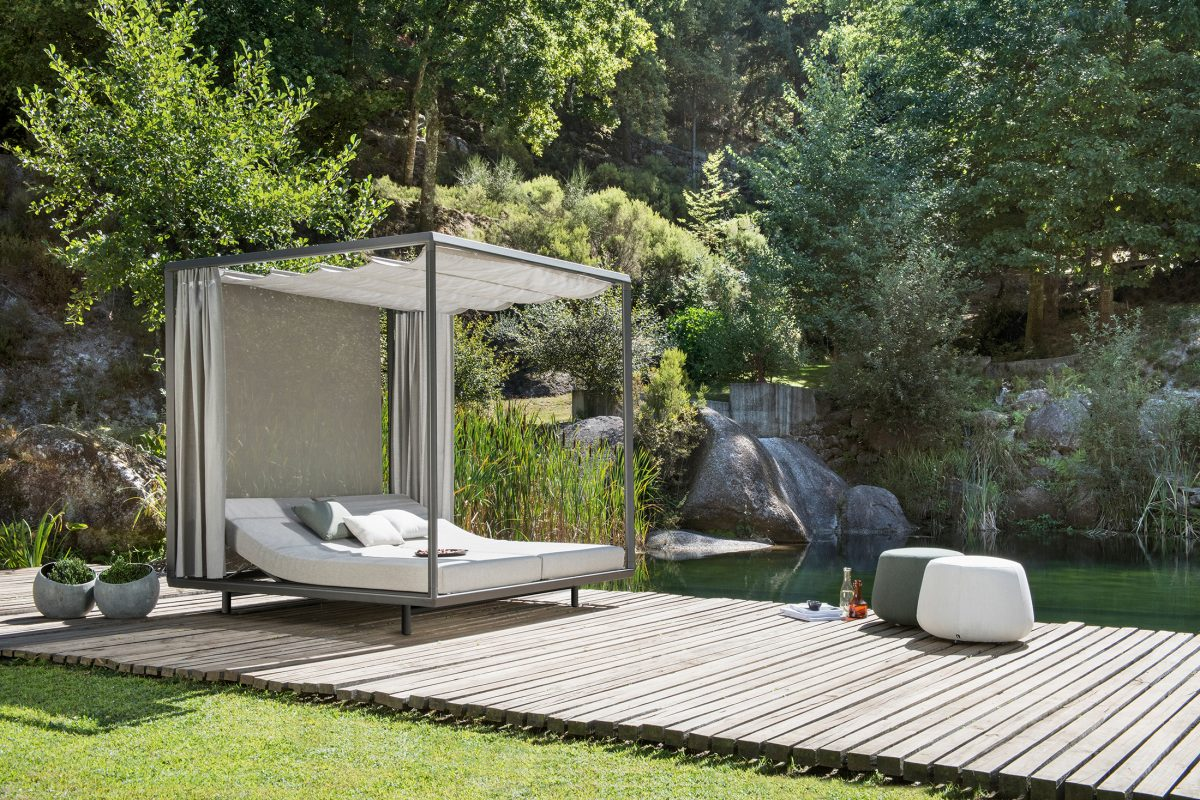 Comfy Pavilion with Daybed